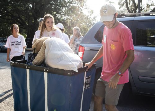 UWf students on Move-In Day 2018